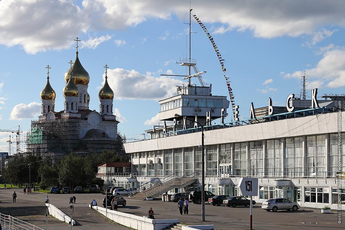 Здание морского-речного вокзала Архангельска