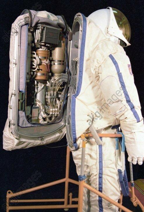 1978 Soviet space suit.jpg