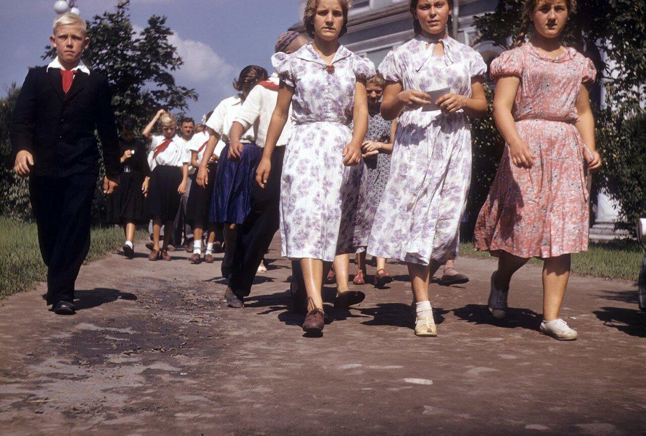 опубликовала фото, картинки мода в советском союзе двух сторон надрез