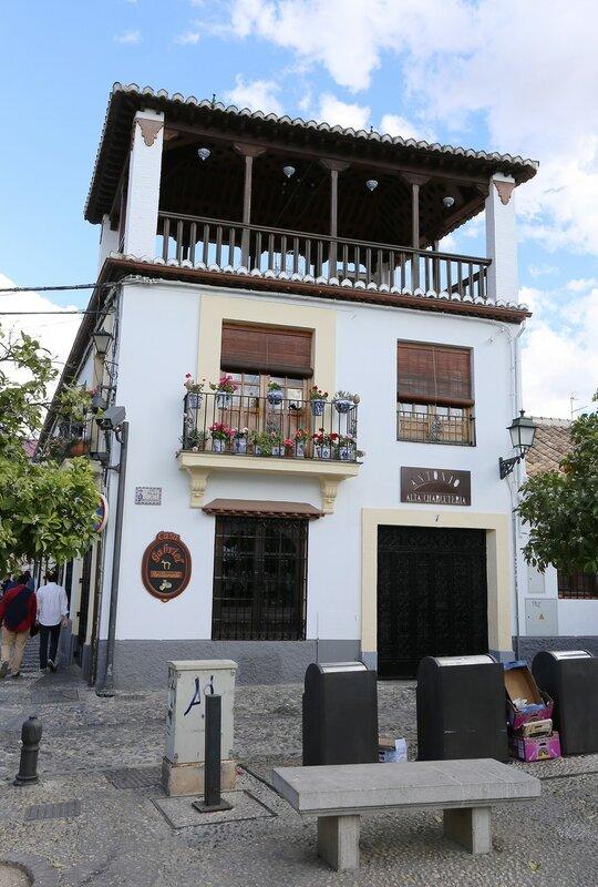 Гранада. Площадь Сан-Бартоломе (Plaza de San Bartolomé)