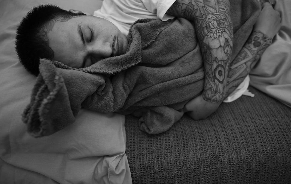 13. Прогрессирующий рак Фредди Гарсиа заставляет его все больше времени проводить на своей койке в х