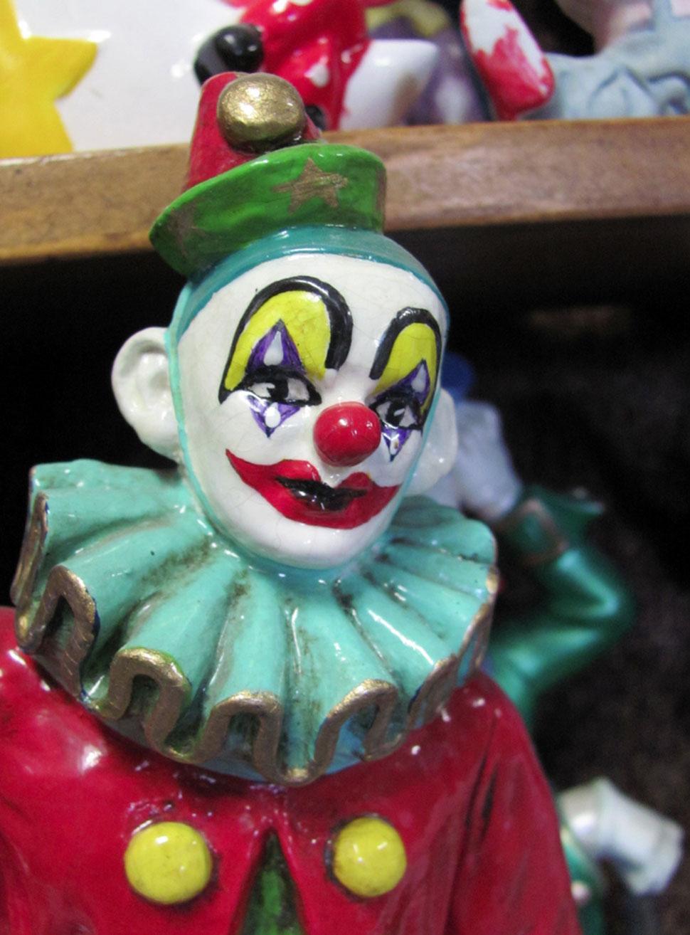 Мотель клоунов, где сны всегда сладкие, как сахарная вата (14 фото)