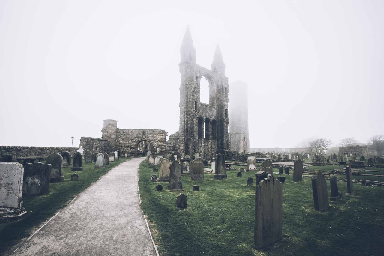 Возведенный на рубеже XI и XII веков, собор святого Андрея несколько столетий оставался крупнейшим в