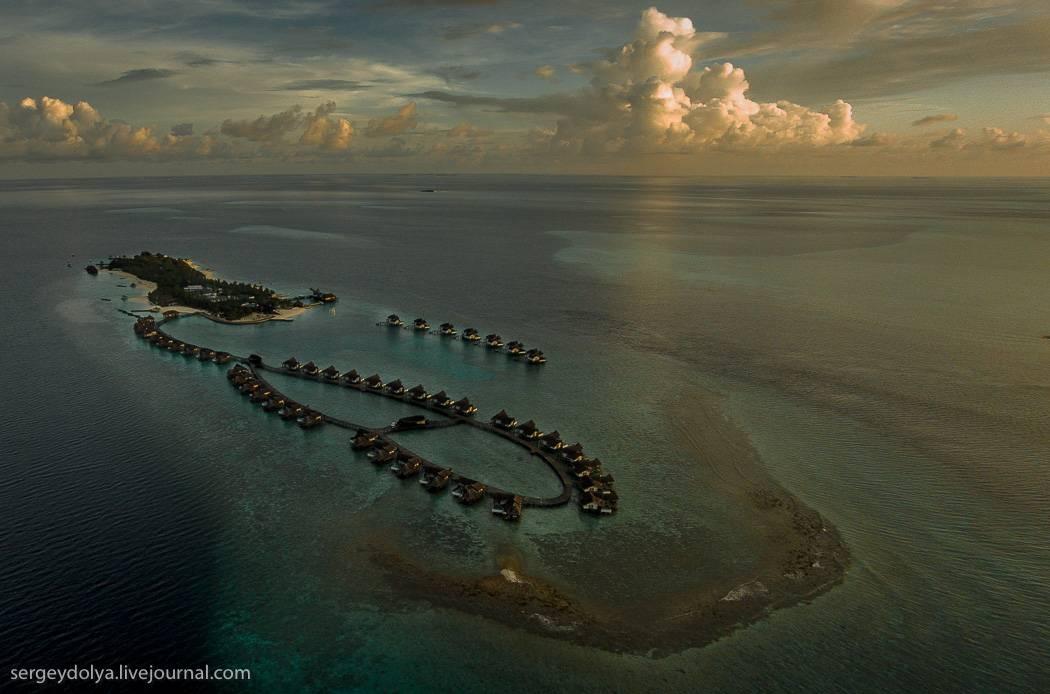 Ну, и напоследок вопрос, который мне задают постоянно – не смоет ли отель вместе с островами в