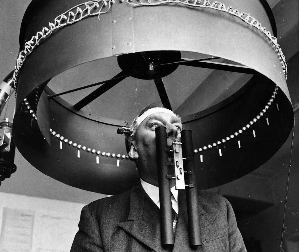 17. Вот такой костюм для измерения температуры тела, 1960 год. Применялся для изучения воздейст