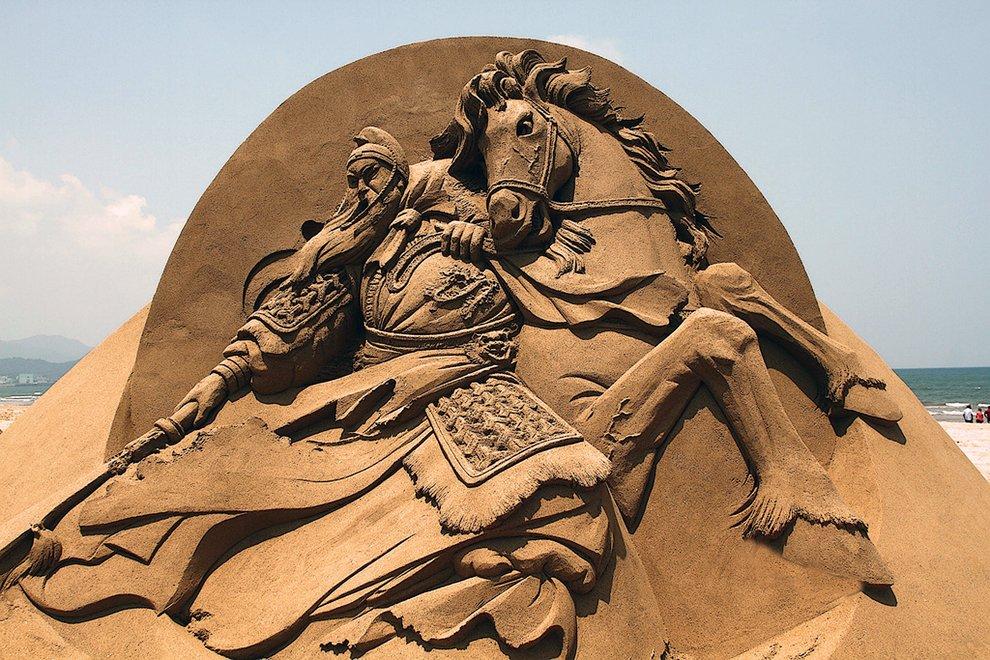 Эпичные скульптуры из песка, достойные места в музее (19 фото)