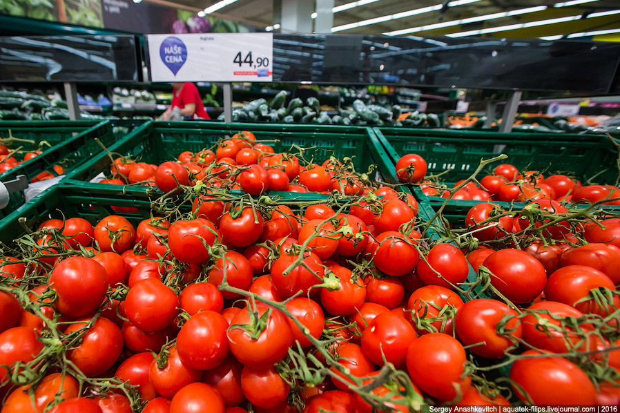 21. Упаковка помидоров черри 250 г. — 48 рублей!!!!! Сорок восемь рублей, Карл!!! За такую цену я го