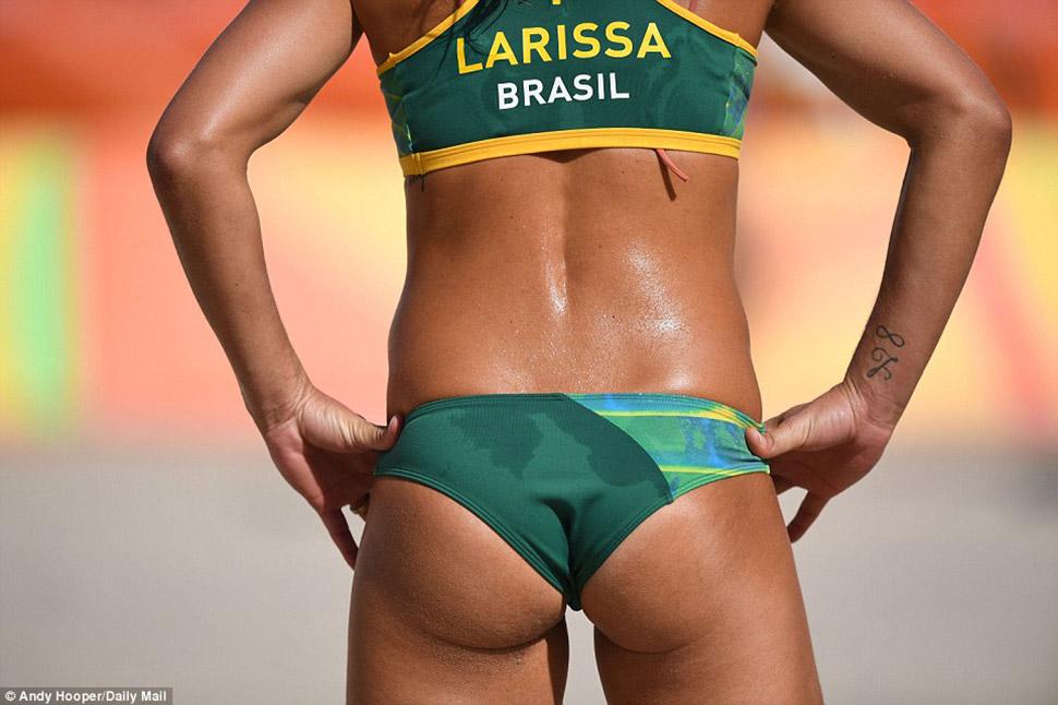 Участница сборной Бразилии в игре против российской команды.