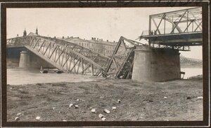 Вид взорванного моста через реку Сан.