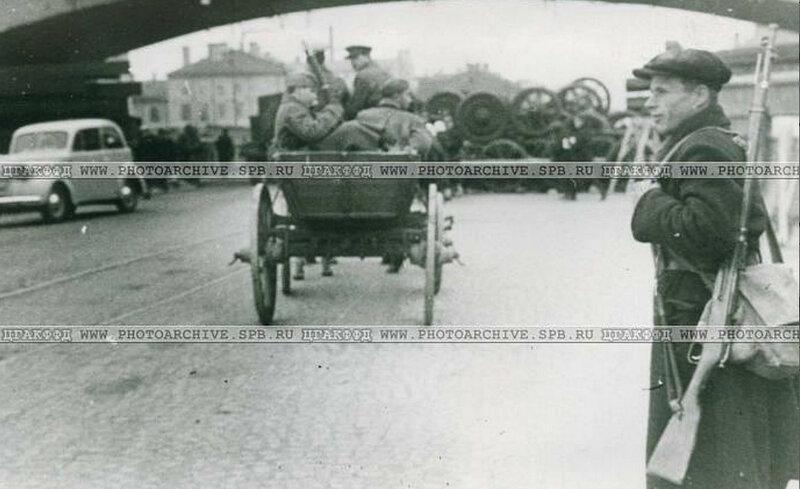 Застава в Кировском районе города у одной из баррикад. 24 сентября 1941 г.