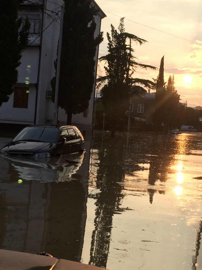 смотреть фотографии затопление в сухуми описание