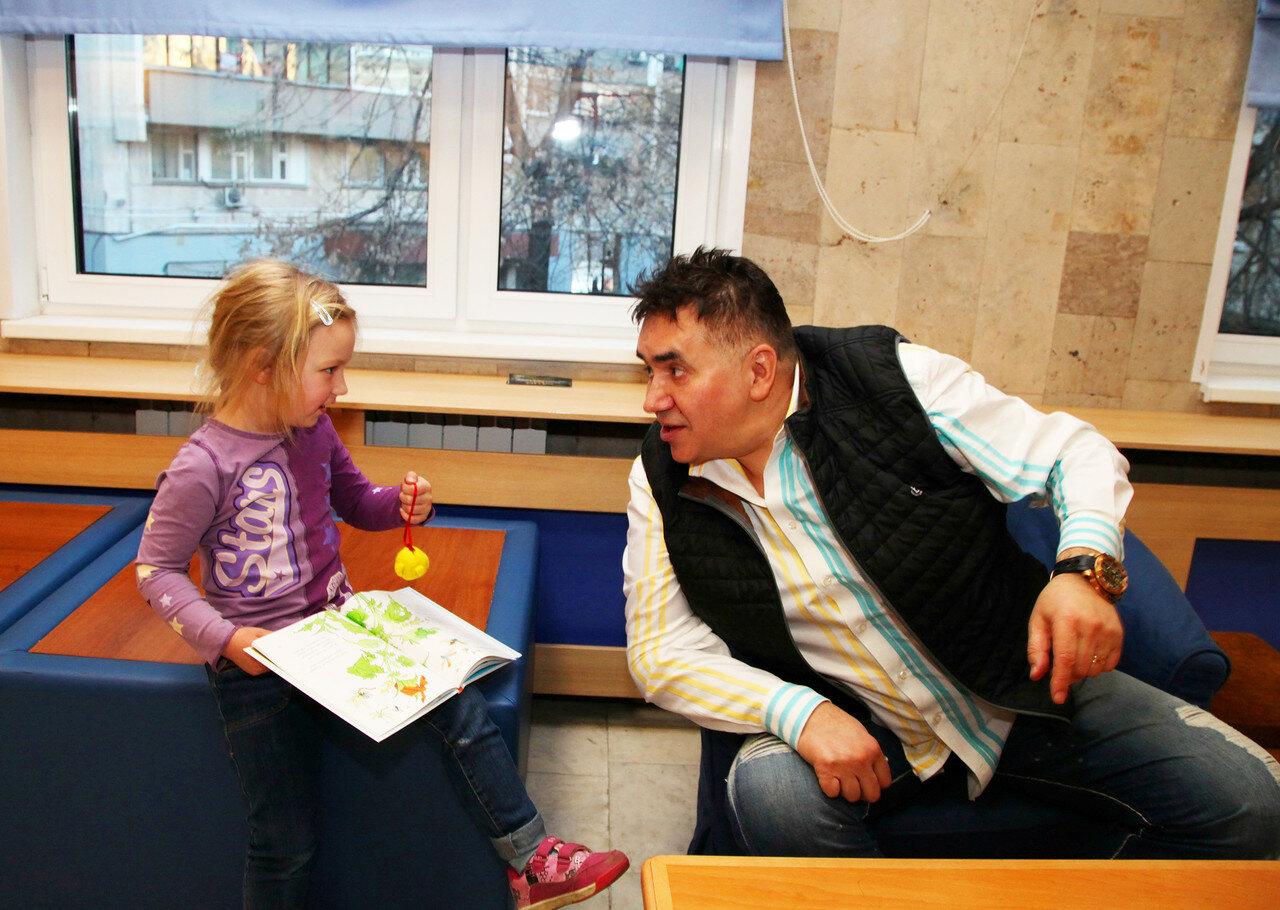 """""""Я английский бульдог"""". Центральная детская библиотека, 01.04.2017. Фото Ларисы Кудрявцевой."""