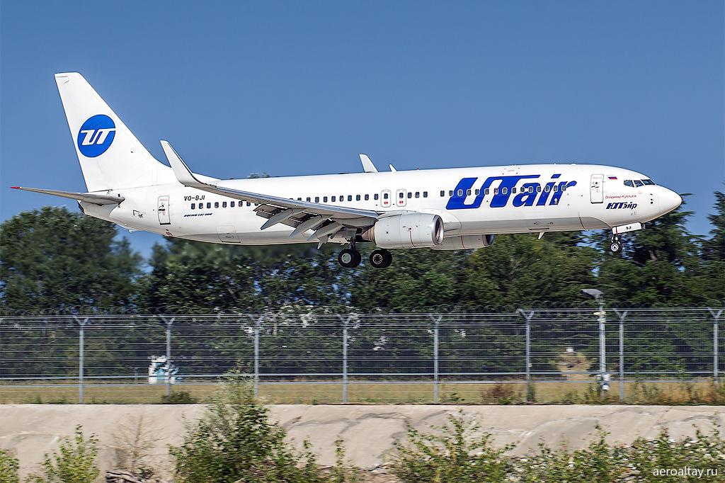 Самолет Ютэйр в аэропорту Сочи