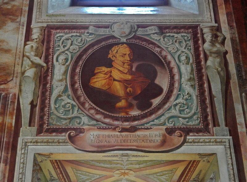 Один из портретов на северной стене