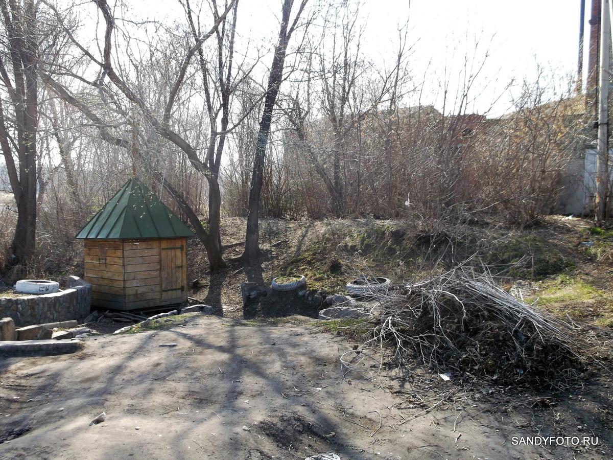 Добрые люди очистили от мусора  территорию вокруг родника