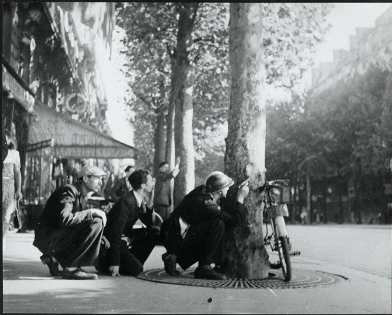 1944. Они стреляют с крыш, Париж
