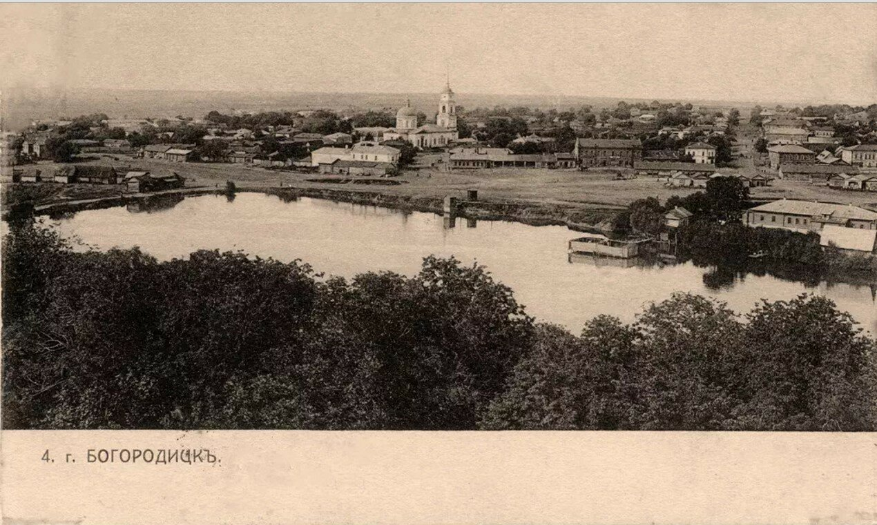 Вид на торговую площадь и Троицкий собор