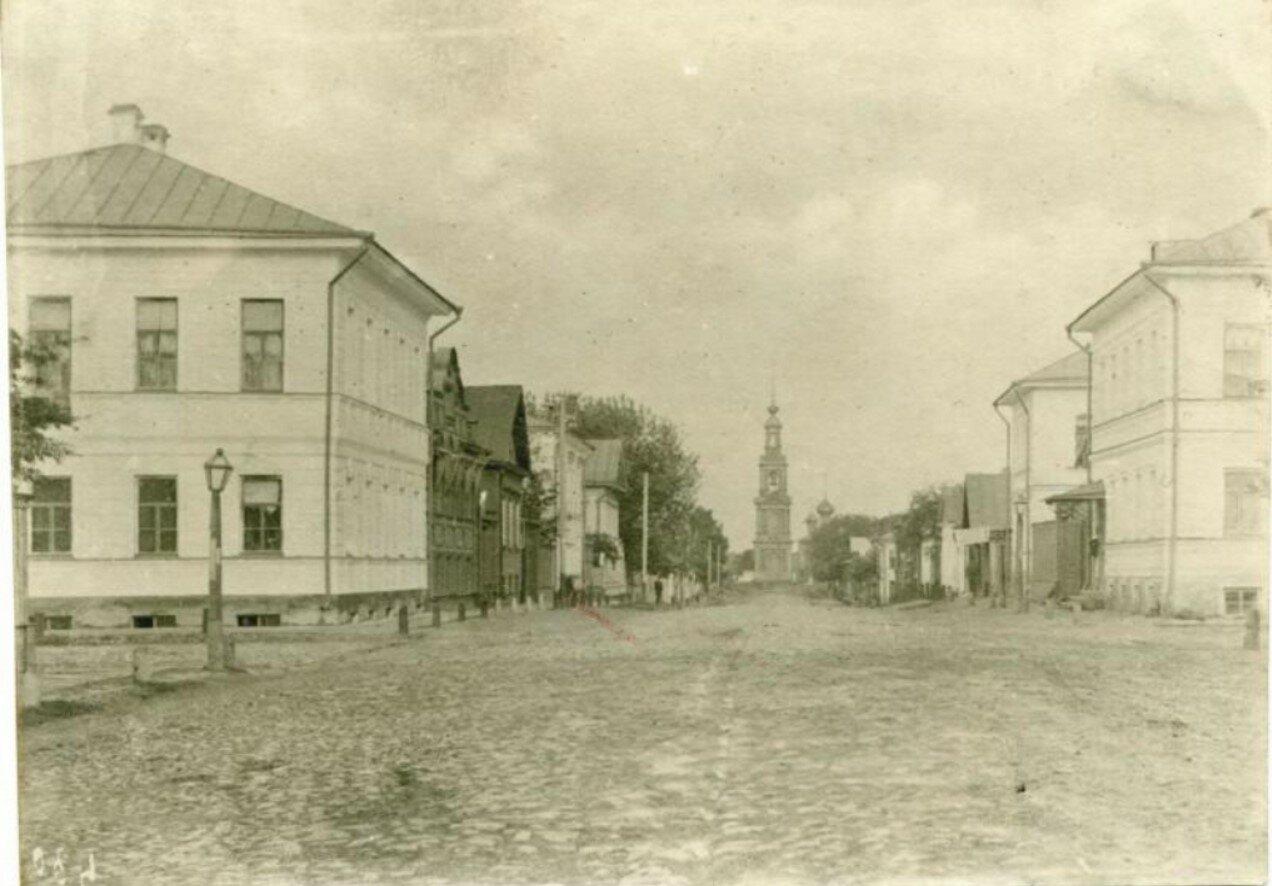 Казанская улица с видом на церковь