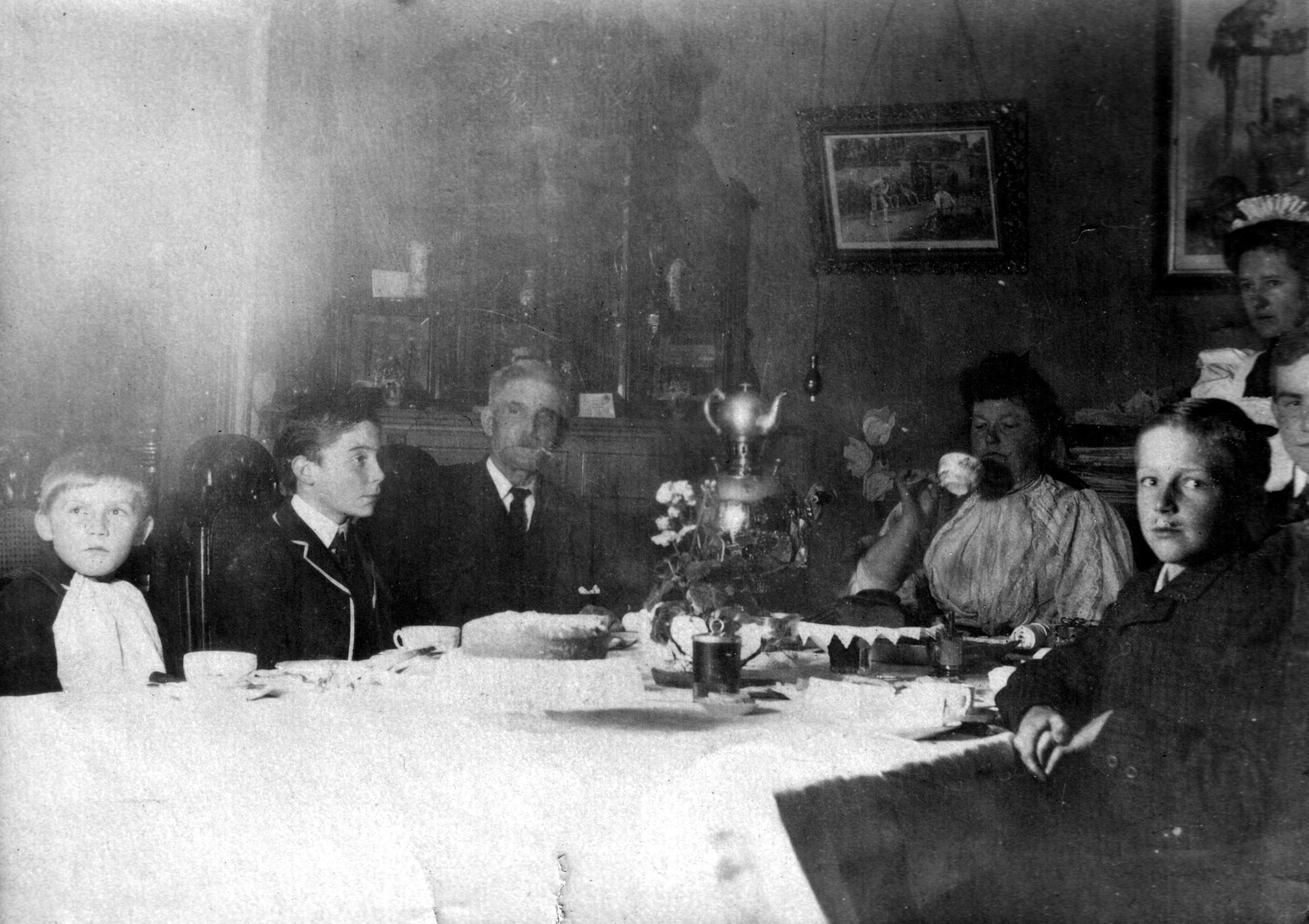24. Анна Мария и ее сыновья