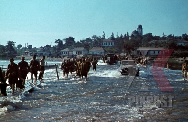 stock-photo-german-infantry-crossing-river-ros-bila-zerkwa-ukraine-1941-st-mary-magdalene-church-9-infantry-division-12674.jpg