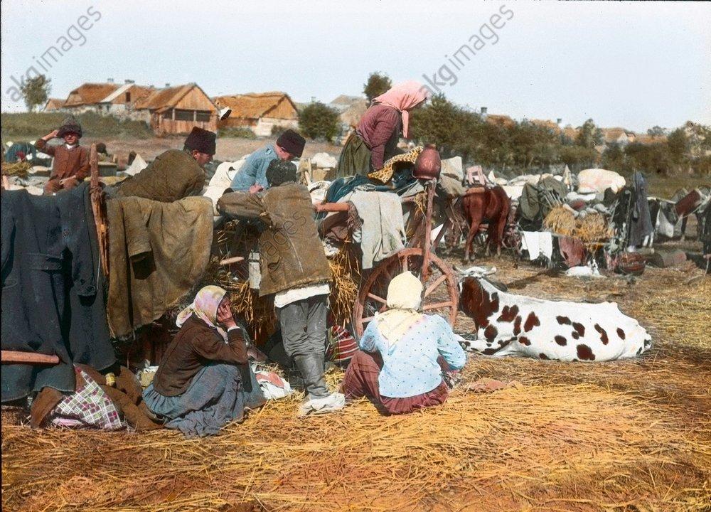 - Russian refugees, 1914 -