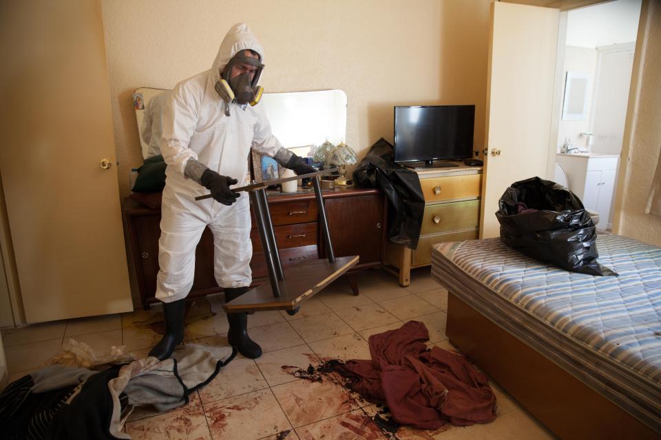 Незавидная работенка: уборщик места преступления