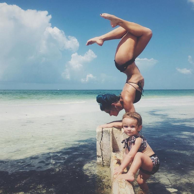 Удивительная йога мамы с детьми