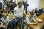 Навальный перед приговоров на втором Кировлесе 8.02.17.png