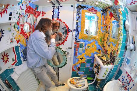 Пенсионер из Великобритании оформил жилье в стиле Гауди