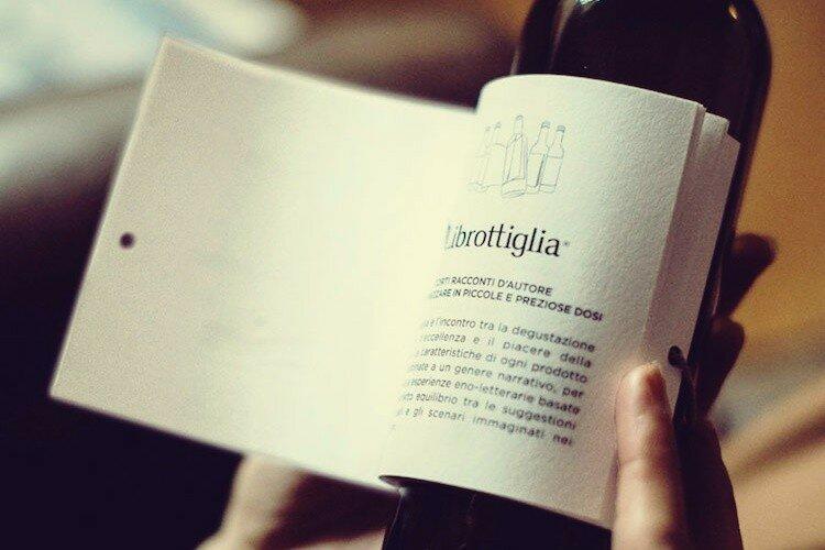 Итальянское вино с книгой на этикетке   пей и читай!