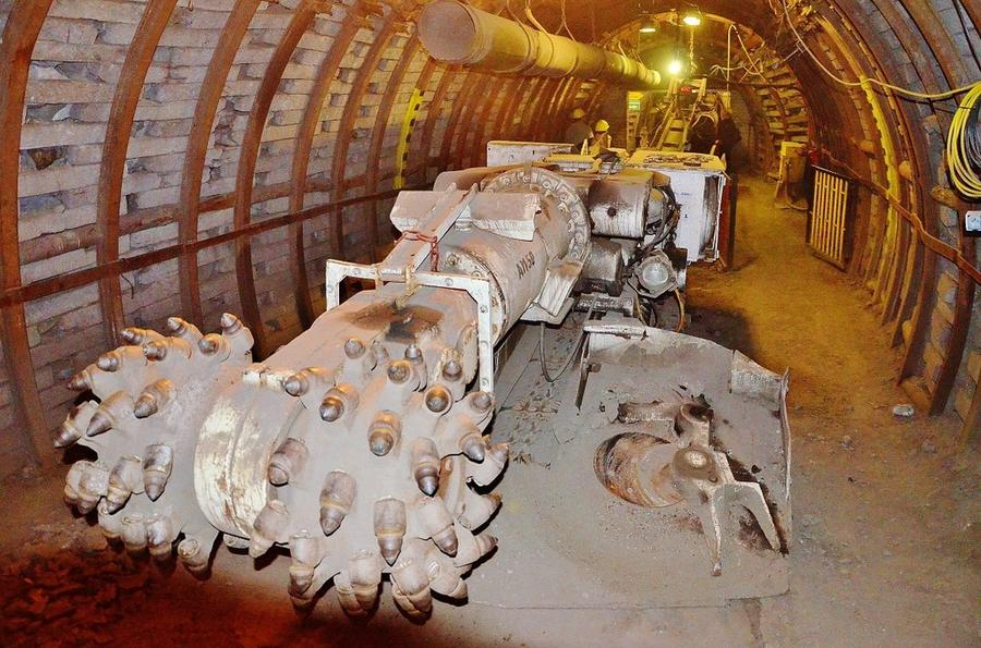 Самая глубокая шахта в Европе, куда вы можете спуститься и… гитлеровцы убившие самих себя (Польша) (34 фото)