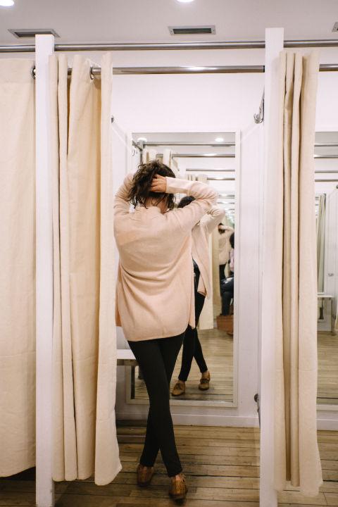 Толпы в магазинах в дни распродажи — тот еще стресс даже на трезвую голову, не говоря уже о случаях,