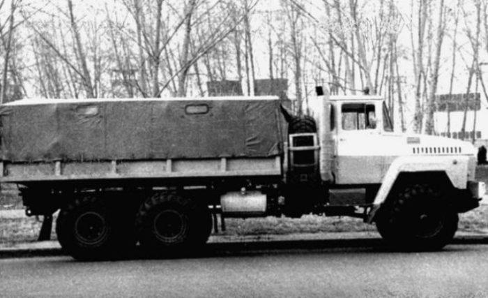 Вторая версия КрАЗ-2Э260 с газовой турбиной мощностью 360 л.с., 1976 год. БТР-Э152В Один из первых с