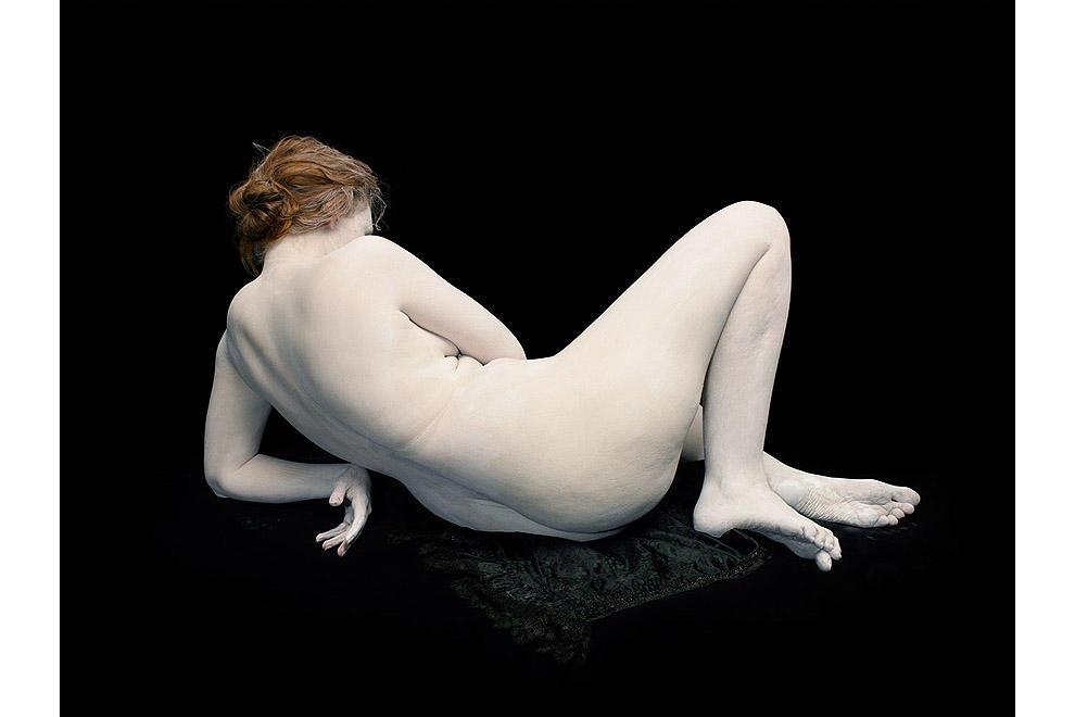 Одри с выгнутыми запястьем и пальцами на ногах, 2011.