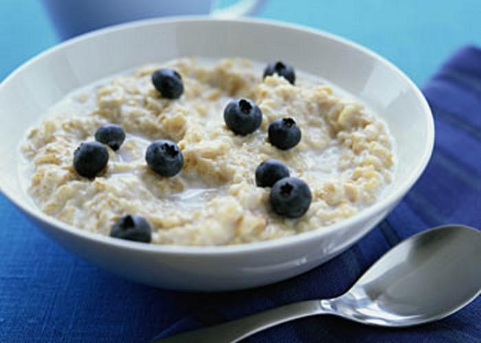 1. Овсянка Эту кашу многие воспринимают исключительно как завтрак, но на самом деле, помимо многих п