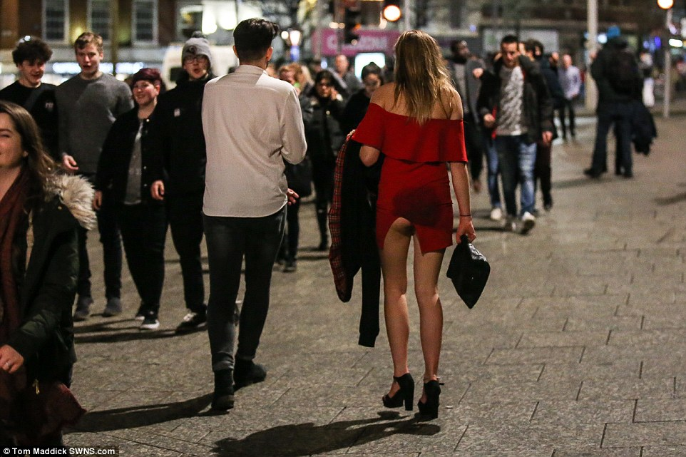 Девушка показала немного больше, чем планировала… Ноттингем.