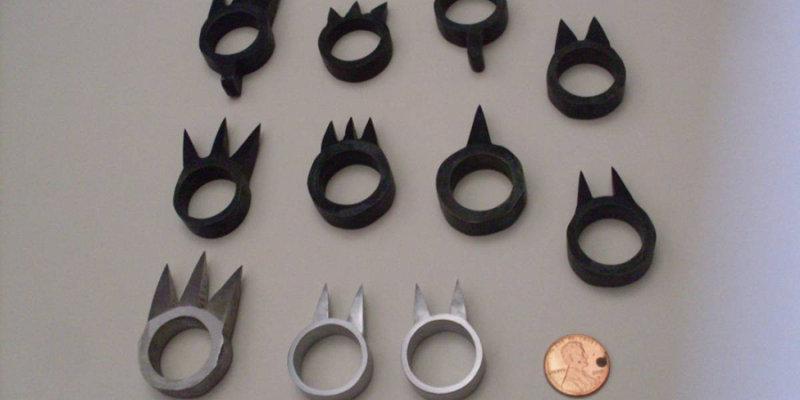 Оружие-кольцо, которое носили, как правило, на среднем пальце. Шип был обращен внутрь, что обесп