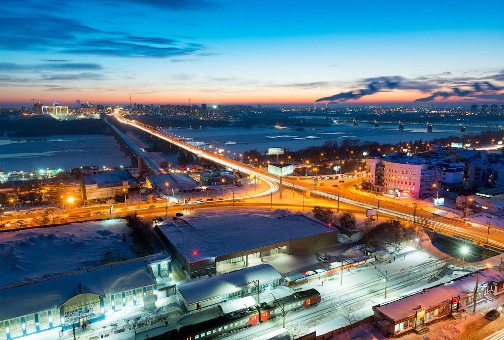 39. Силуэт левобережной части Новосибирска с телевизионной вышкой (192 метра).