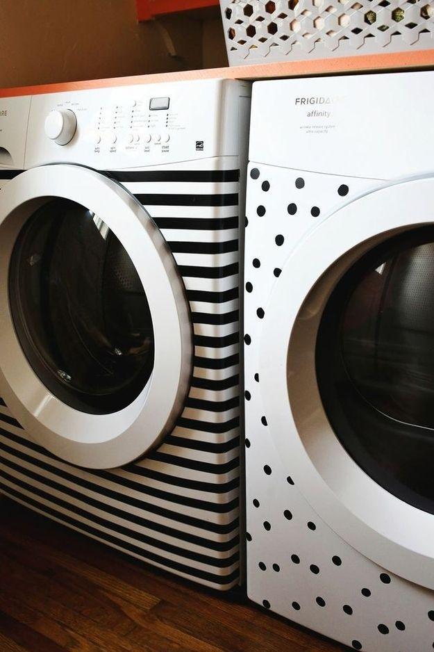 4. Стиральную машинку можно декорировать с помощью обычной изоленты или цветного скотча. Включите фа