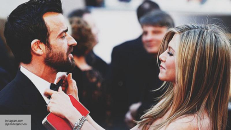 Энистон желает развестись сТеру после новогодних праздников