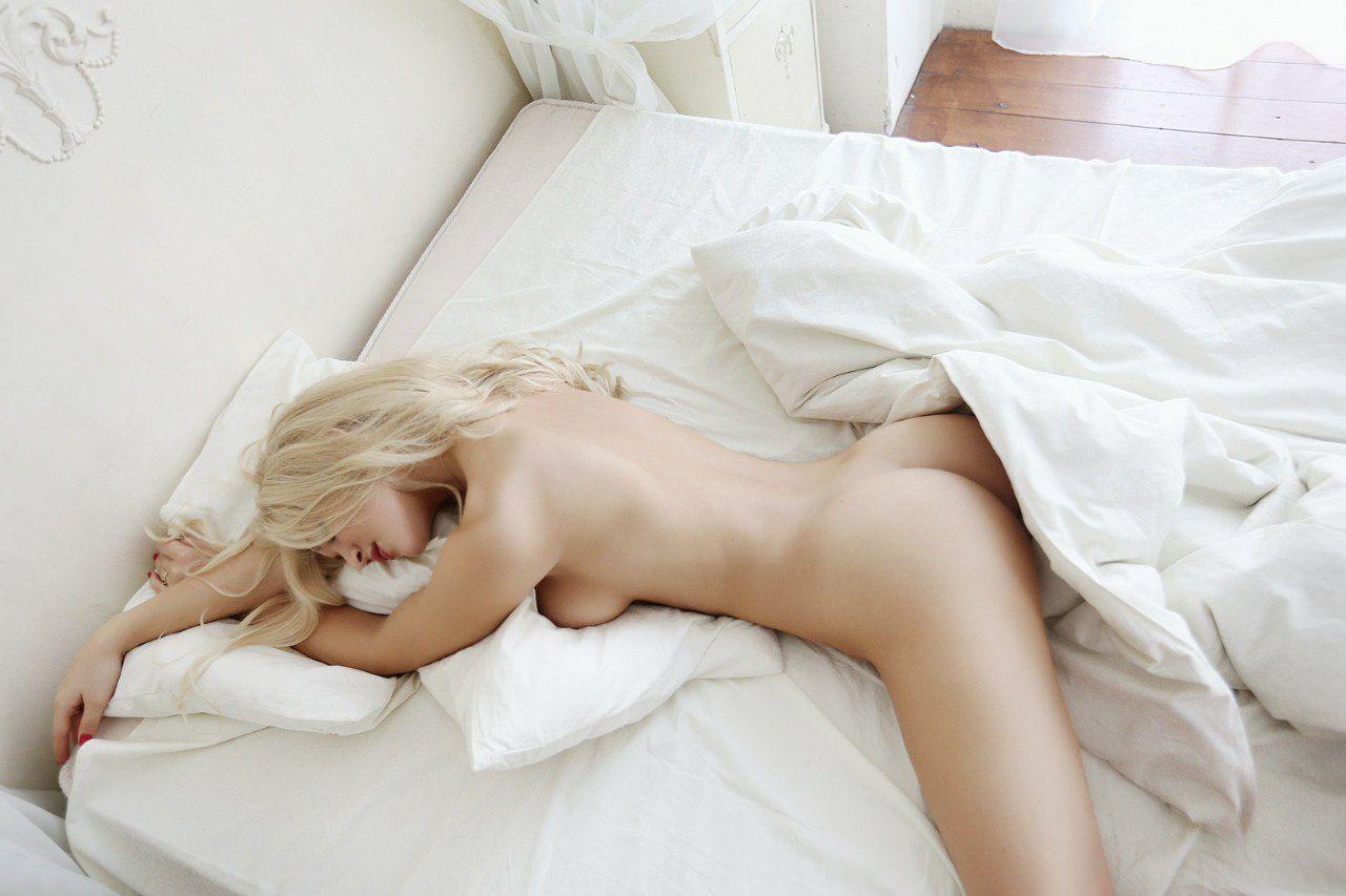 erotika-utro-postel-smotret-aziatki-doyki-kom