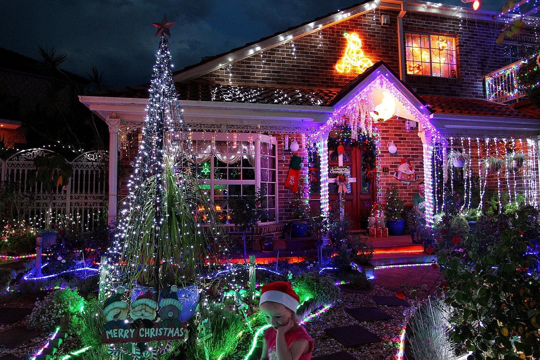 Украшенный к Рождеству дом в пригороде Сиднея Матравилль.