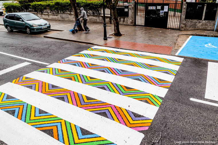 Funnycross - When a street artist is having fun with crosswalks