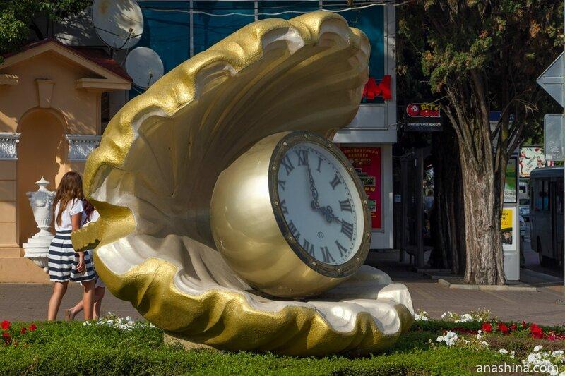 Жемчужина с часами, парк Ривьера, Сочи