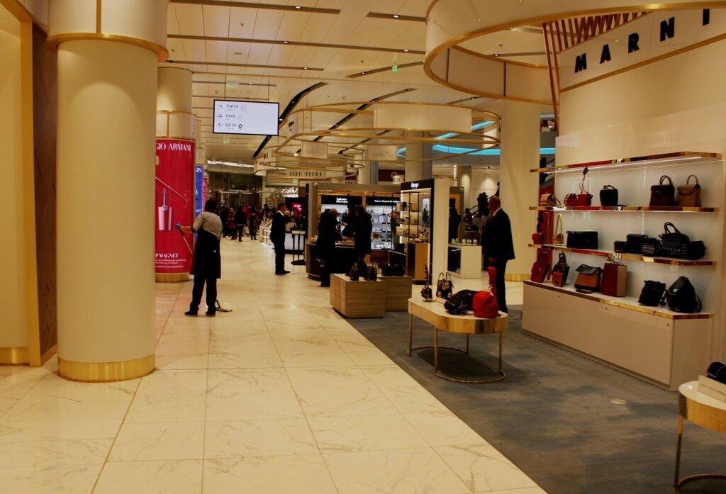 Торговый зал на первом этаже ЦУМа