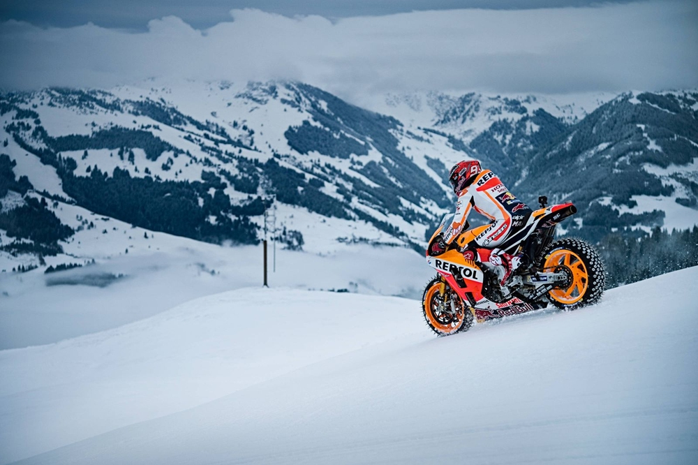 Маркес в Альпах на Honda RC213V (видео)