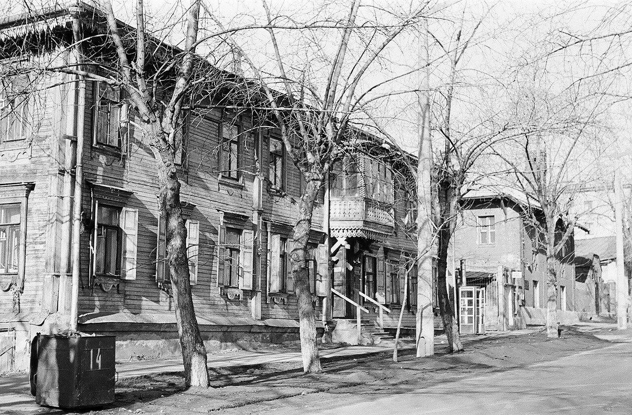 1974. Деревянная дача на улице Шумкина