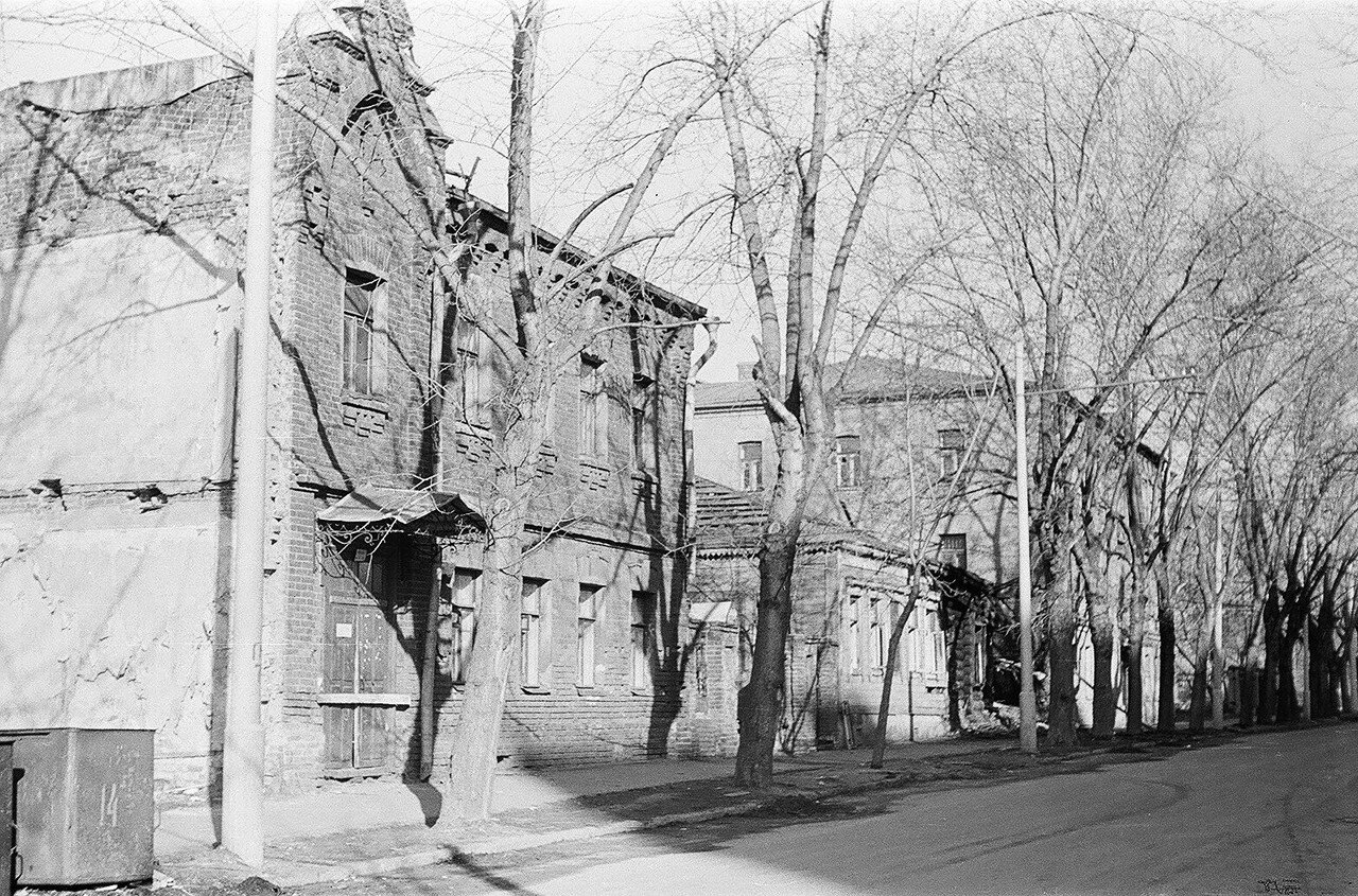 1974. Старослободская улицы. Вид от Сокольнического переулка в сторону парка