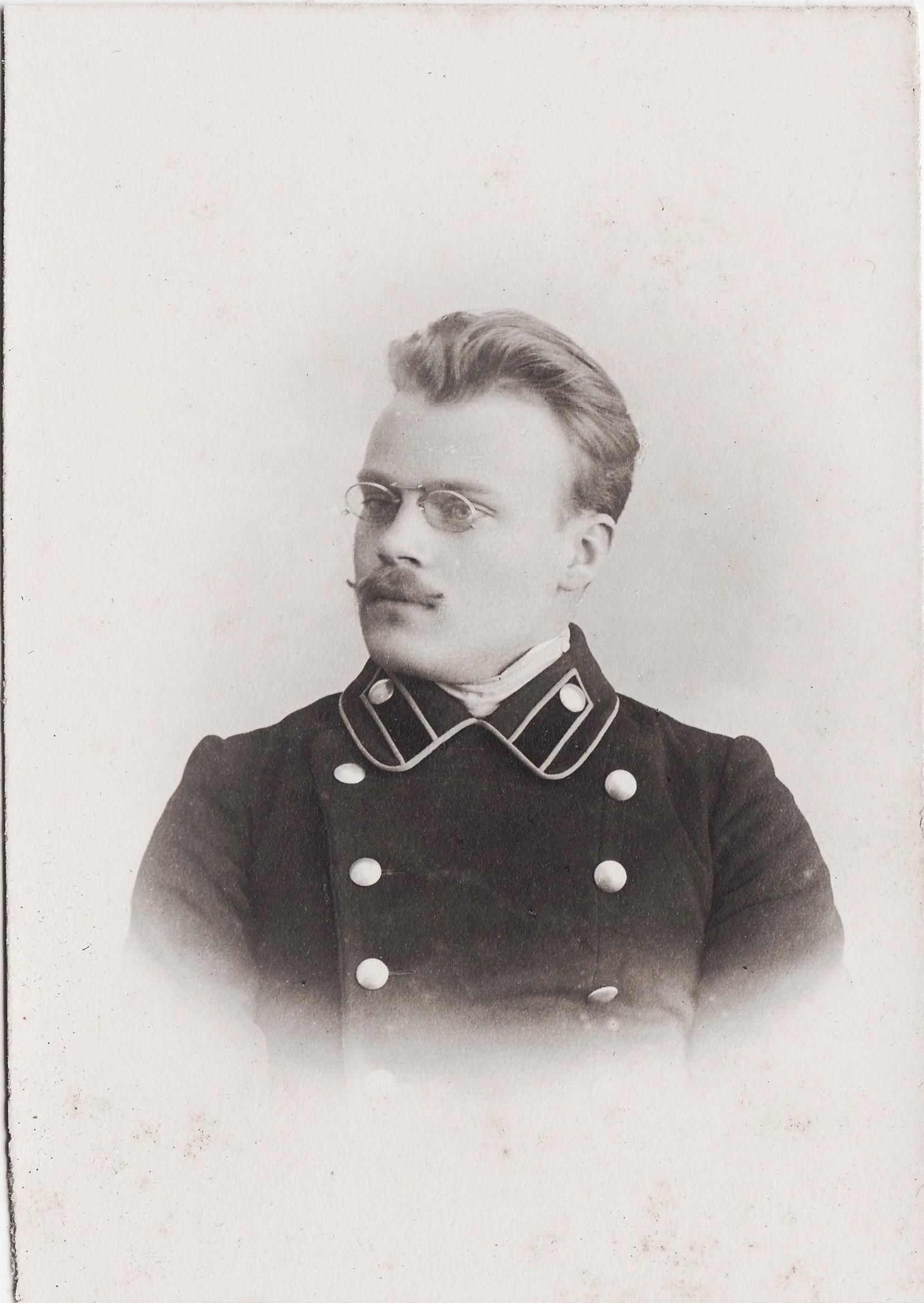 Студент Дмитревский Аркадий Николаевич. II отделение 1 разряд