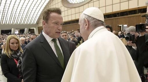 Арнольд Шварценеггер с Папой Римским ...